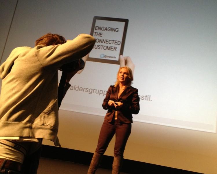 SoMe, se meg, i foredrag om #SoMe  (Foto: Hans-Petter Nygård-Hansen)